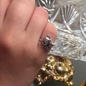 Jewelry - Sterling silver frog ring